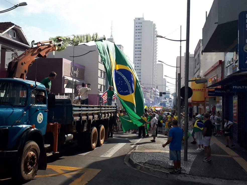 Manifestação em Ponta Grossa — Foto: Alceu Nievola/RPC