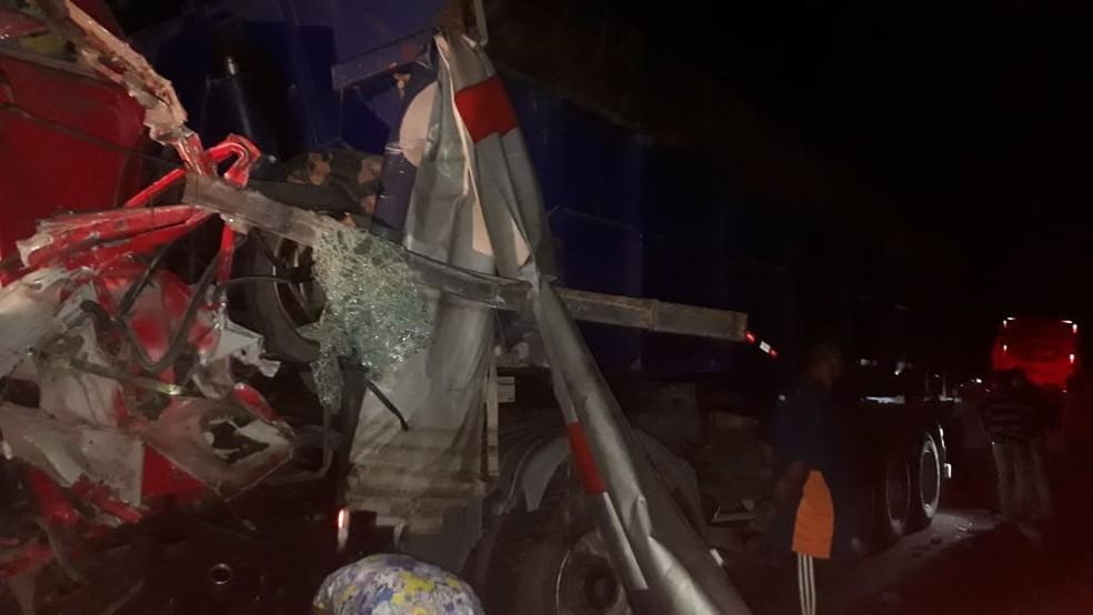 Equipes do Samu e do Corpo de Bombeiros foram acionados para o local do acidente — Foto: Divulgação