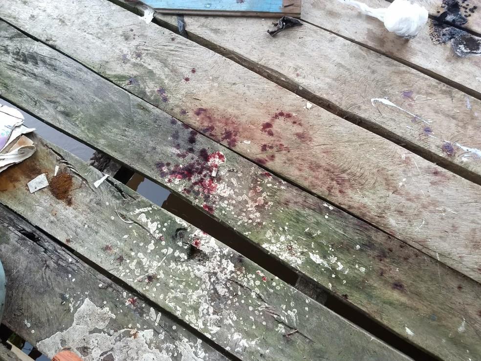 Marcas de sangue mostram que homem foi torturado — Foto: Divulgação Polícia Militar