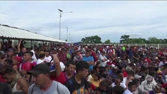 Milhares de imigrantes enfrentam fome e cansaço na fronteira do México com a Guatemala