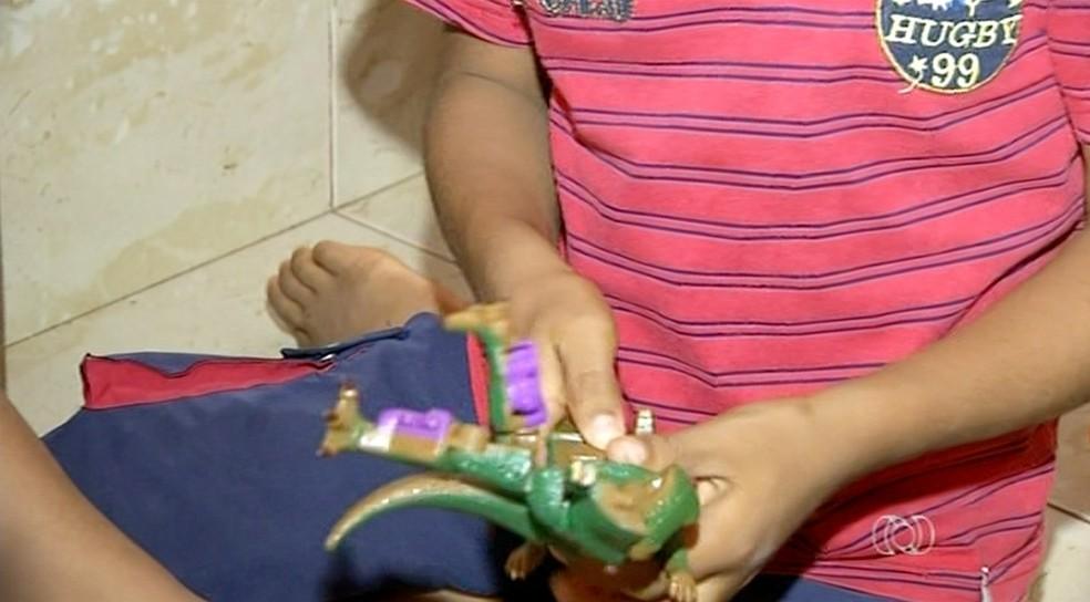 Mais de 100 crianças aguardam por adoção em abrigos no Tocantins (Foto: Reprodução/TV Anhanguera)