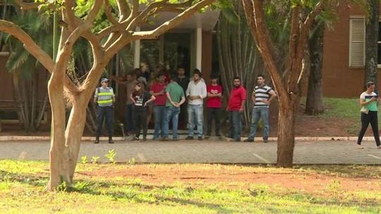 Apoiadores de Juan Guaidó invadem embaixada da Venezuela em Brasília