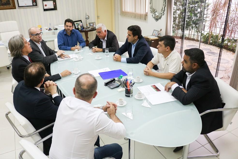 Termo para chegada do empreendimento em Campos foi assinado em novembro de 2019 entre a Prefeitura, E4 Brasil e a Amazônica Energy — Foto: Renan Liu/Arquivo Prefeitura de Campos