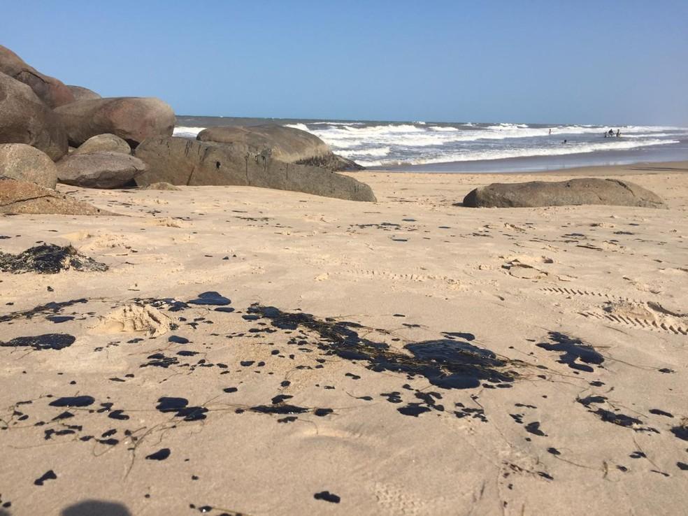 Manchas de óleo na Pedra do Sal, em Parnaíba — Foto: Arquivo Pessoal/Roberto Araújo