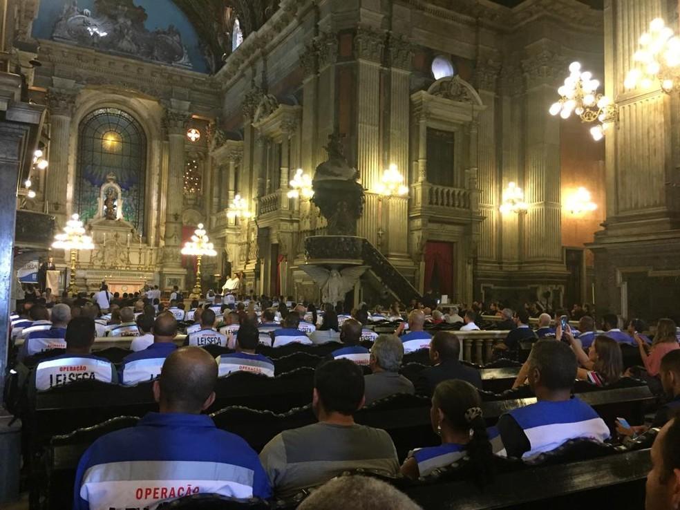 Agentes da Lei Seca participaram de missa para celebrar 10 anos do projeto no RJ — Foto: Alba Valéria Mendonça / G1