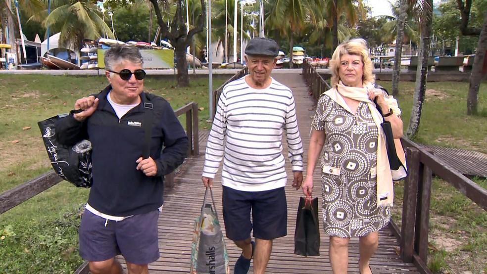 Renato ao lado do pai em Vitória — Foto: Reprodução/ TV Gazeta