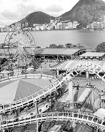 O Tivoli fotografado do alto, com a Lagoa na paisagem, em 25 de novembro de 1990