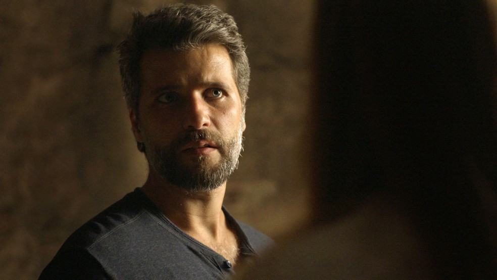 Gabriel (Bruno Gagliasso) expulsa Luz (Marina Ruy Barbosa) da Irmandade e declara guerra à ex, em 'O Sétimo Guardião' — Foto: TV Globo