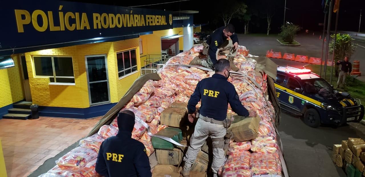 Três homens são presos com mais de duas toneladas de drogas na BR-386, em Paverama
