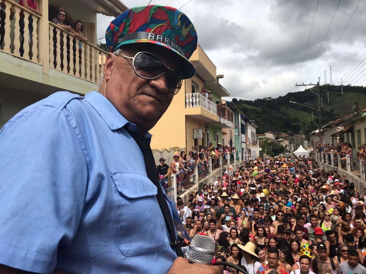 Bloco do Barbosa arrasta multidão pelas ruas de São Luiz do Paraitinga