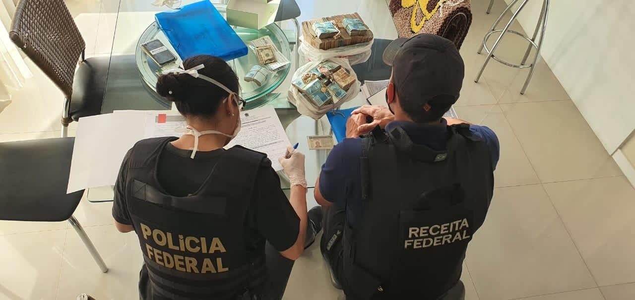 Polícia Federal faz operação contra mercado ilegal de cigarros no RS