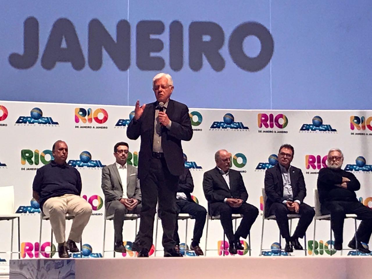 Governo federal vai manter ajuda ao RJ, garante ministro; Pezão reafirma criação de fundo para segurança