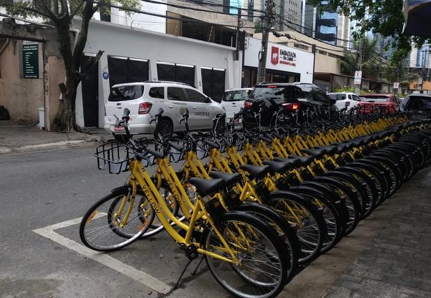 Bicicletas da Yellow em rua na região da Vila Olímpia (SP) - empresa lançou primeiro serviço de bike sharing na cidade (Foto: Divulgação)