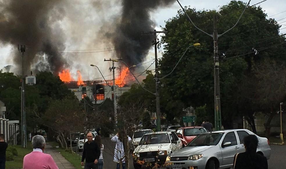 Incêndio atingiu batalhão do Exército em São Leopoldo (Foto: Rodrigo Castro/Arquivo Pessoal)