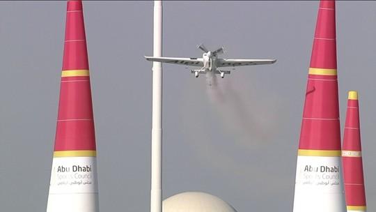 Michael Goulian vence etapa de Abu Dhabi da Corrida Aérea