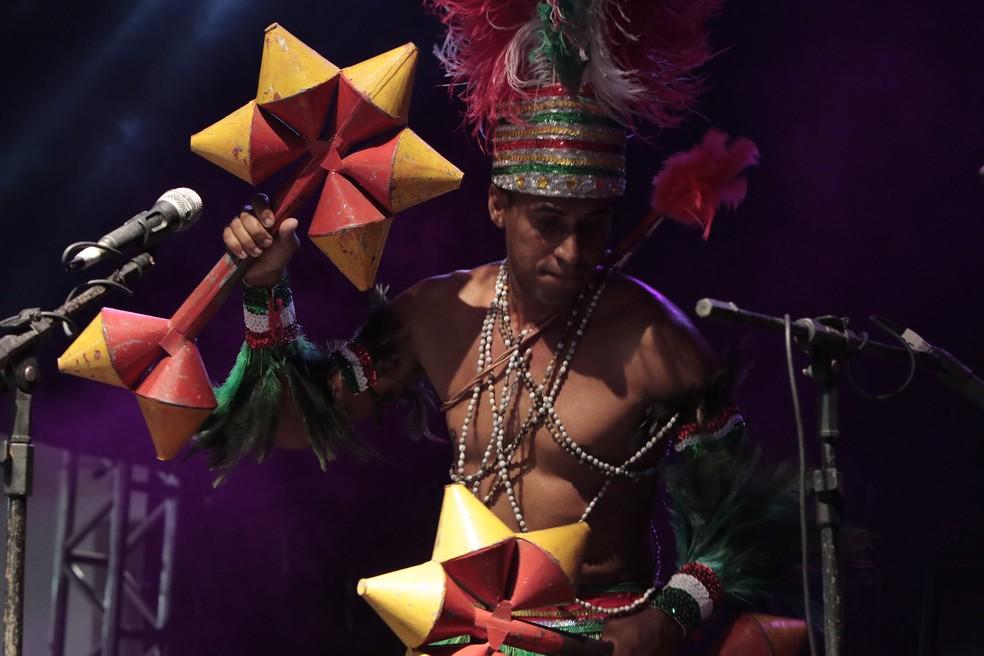 Caboclinhos homenageiam musicalidade dos povos indígenas (Foto: Clélio Tomaz/PCR/Divulgação)