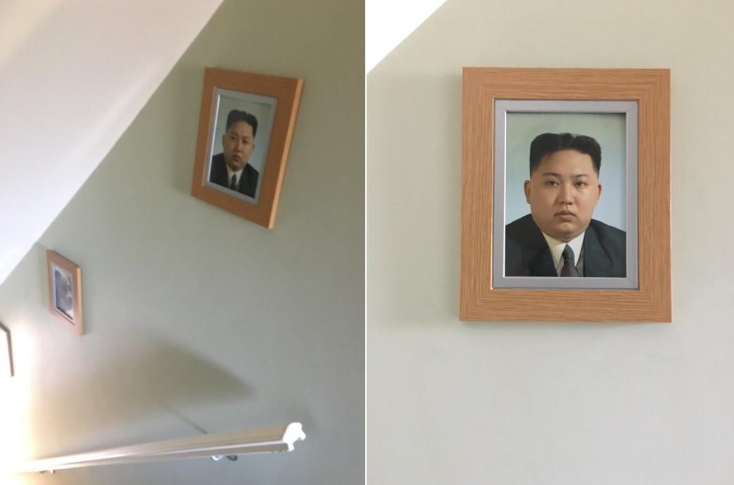 Foto de Kim Jong-un é exibida em parede de residência na Inglaterra