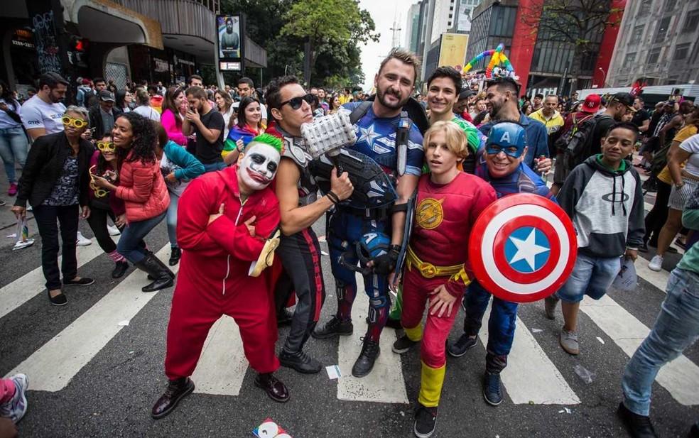 Participantes vestidos de personagens de quadrinhos na Parada LGBT (Foto: Fábio Tito/ G1)