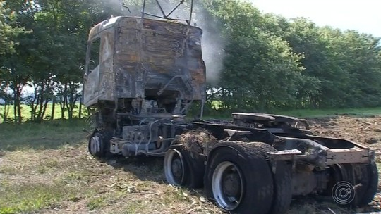 Motorista que morreu carbonizada em acidente entre carro e caminhão é identificada