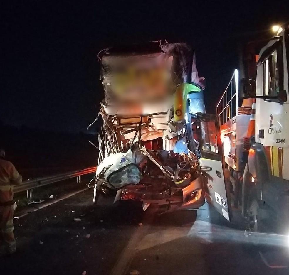 22 pessoas ficaram feridas após acidente em Boituva — Foto: Polícia Rodoviária/Divulgação