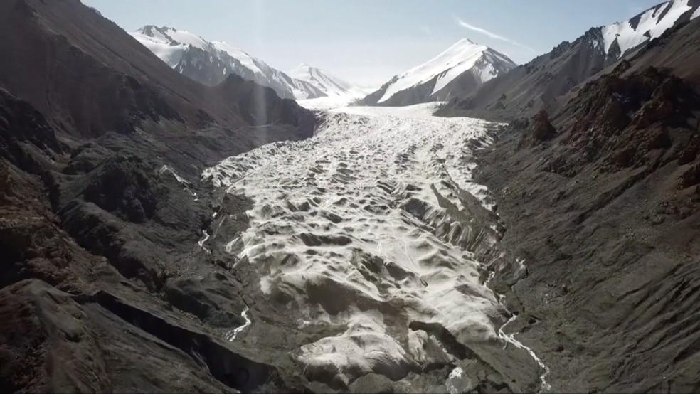 As imagens impressionantes de geleiras derretendo na China — Foto: Reprodução/BBC