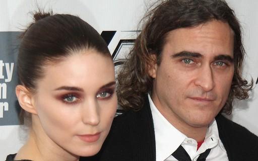 Joaquin Phoenix e Rooney Mara ficam noivos após três anos de namoro