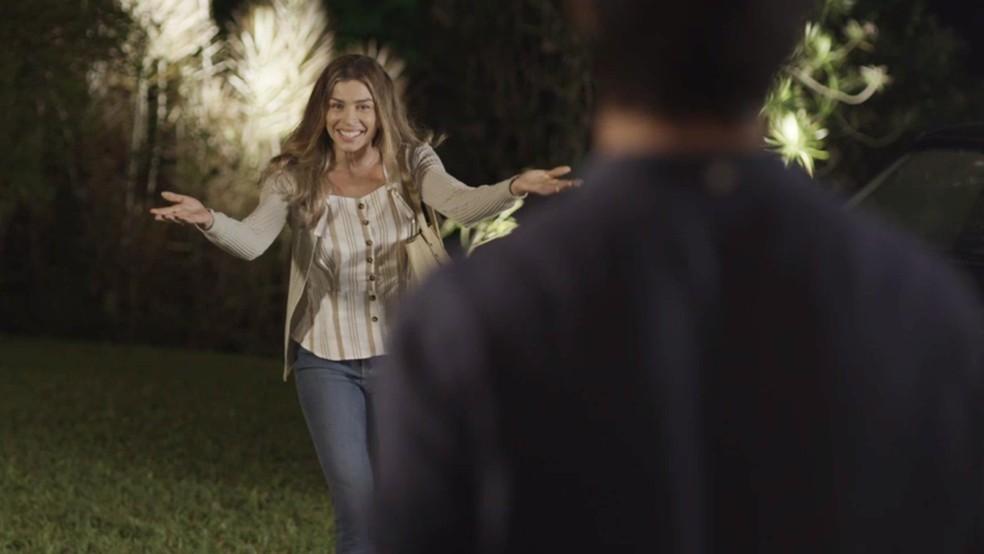 Paloma perde a paciência e deixa os dois sozinhos — Foto: TV Globo