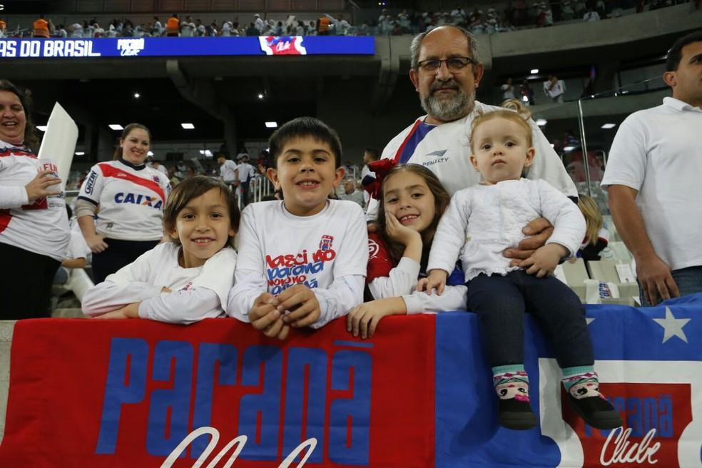 Crianças tiveram grande presença no estádio (Foto: Albari Rosa/Gazeta do Povo)