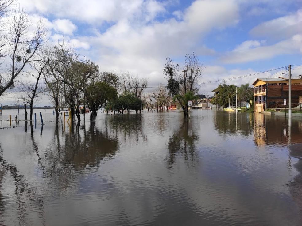 Balneário está inundado em Rosário do Sul — Foto: Fabiana Lemos/RBS TV