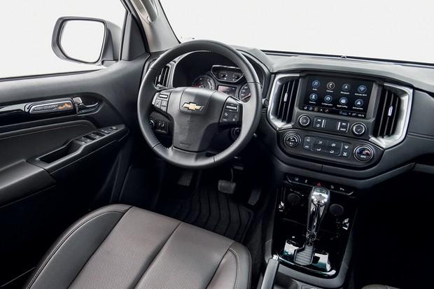 Chevrolet S10 High Country - A tela tem  8 polegadas, é intuitiva e rápida; conectividade é  um dos principais pontos fortes da  picape (Foto: Divulgação)