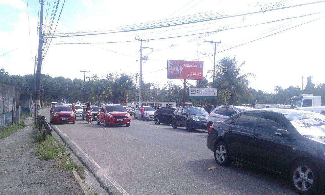Motoristas do aplicativo Uber interditam entrada de porto que recebe e distribui combustíveis em Belém