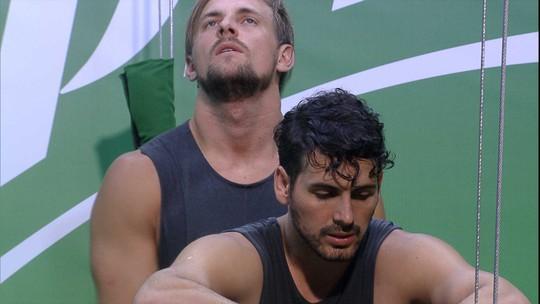 Maycon pergunta a Diego: 'Tá ruim, Di? Quer pular?'
