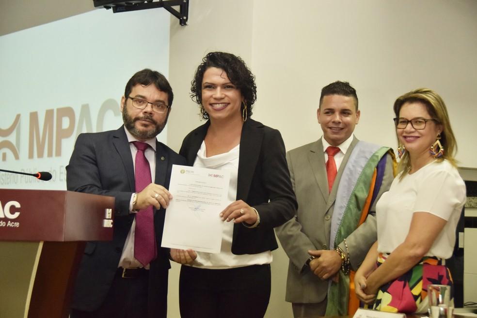 O procurador-geral de Justiça, Oswaldo D'Albuquerque, diz que medida inédita combate preconceito  (Foto: Tiago Teles/Ascom MP-AC)