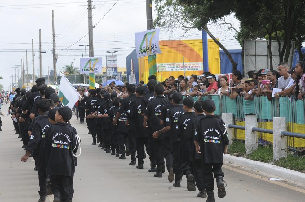Parada militar no 47º aniversário de Ceilândia (Foto: Tony Winston/Agência Brasília)