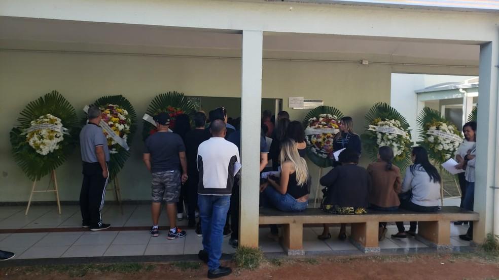 Teresa Cristina Peres e o filho dela, Gabriel Peres, estão sendo velados nesta quarta-feira (31).  — Foto: Danilo Girundi/TV Globo