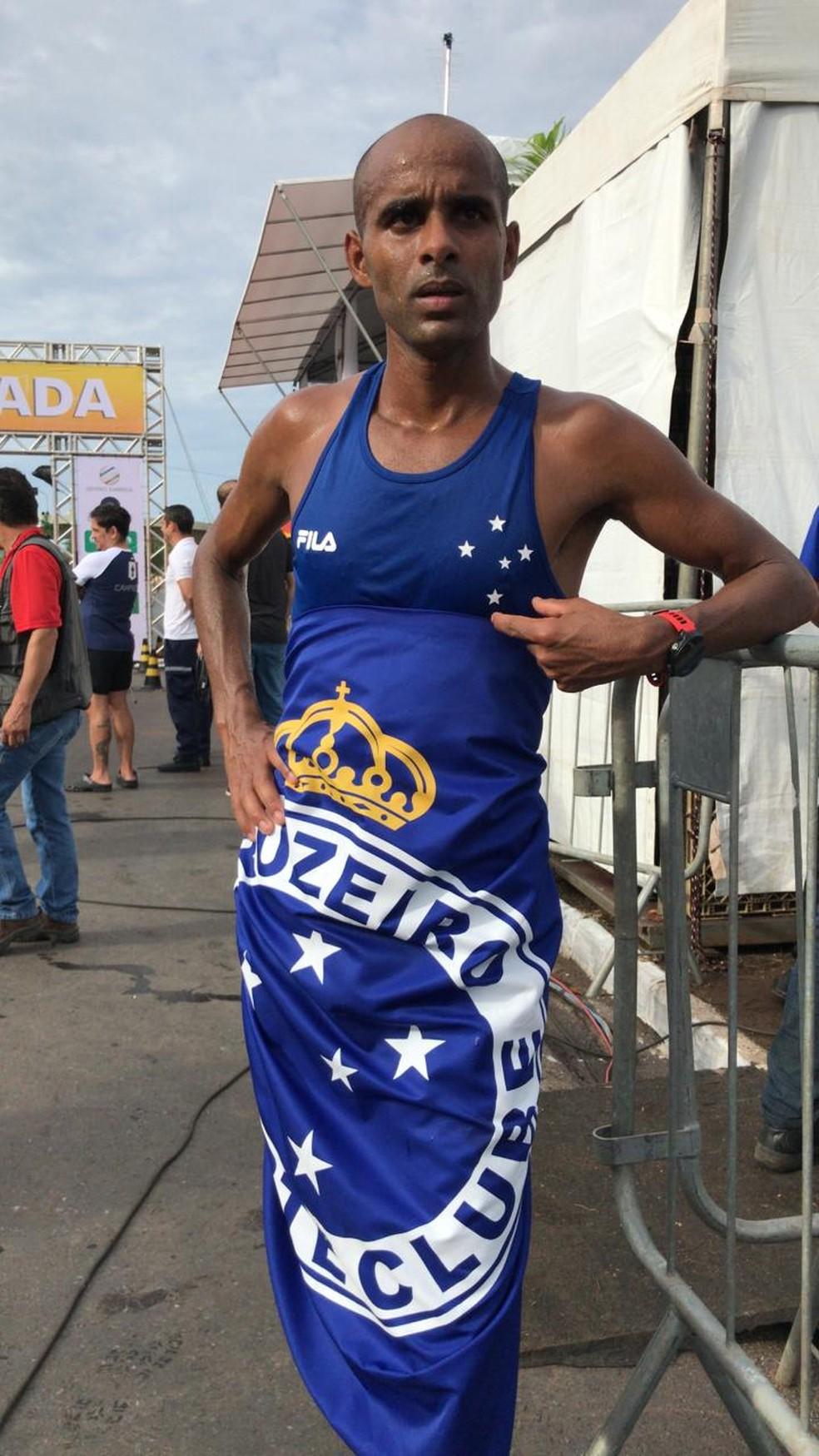Gilmar Silvestre Lopes, de 27 anos, foi o brasileiro melhor colocado na Corrida de Reis — Foto: André Souza/ G1