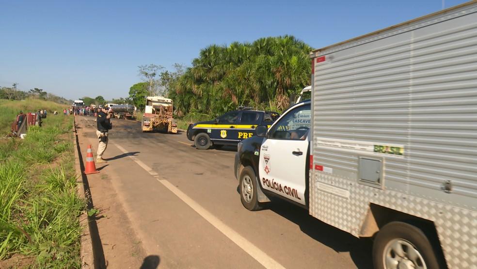 Acidente aconteceu por volta das 7h, no Km 27 da BR-421, entre Monte Negro e Ariquemes.  — Foto: Rede Amazônica/Reprodução