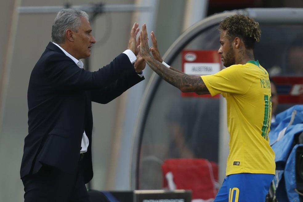 Tite elogiou o desempenho de Philippe Coutinho atuando centralizado (Foto: Pedro Martins/MoWA Press)