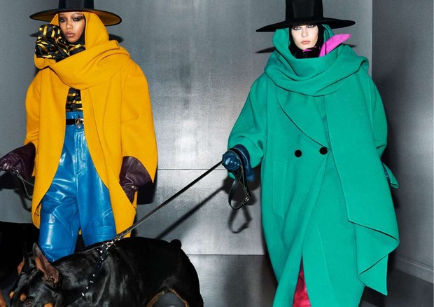 A campanha de inverno 2018 de Marc Jacobs aposta em chapéus misteriosos, olhos soturnos e peças oversized que injentam um tom sombrio às cores mais vivas. (Foto: Divulgação)