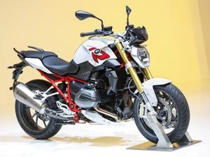 A naked R 1200 R também recebeu atualização por parte da BMW (Foto: Divulgação)