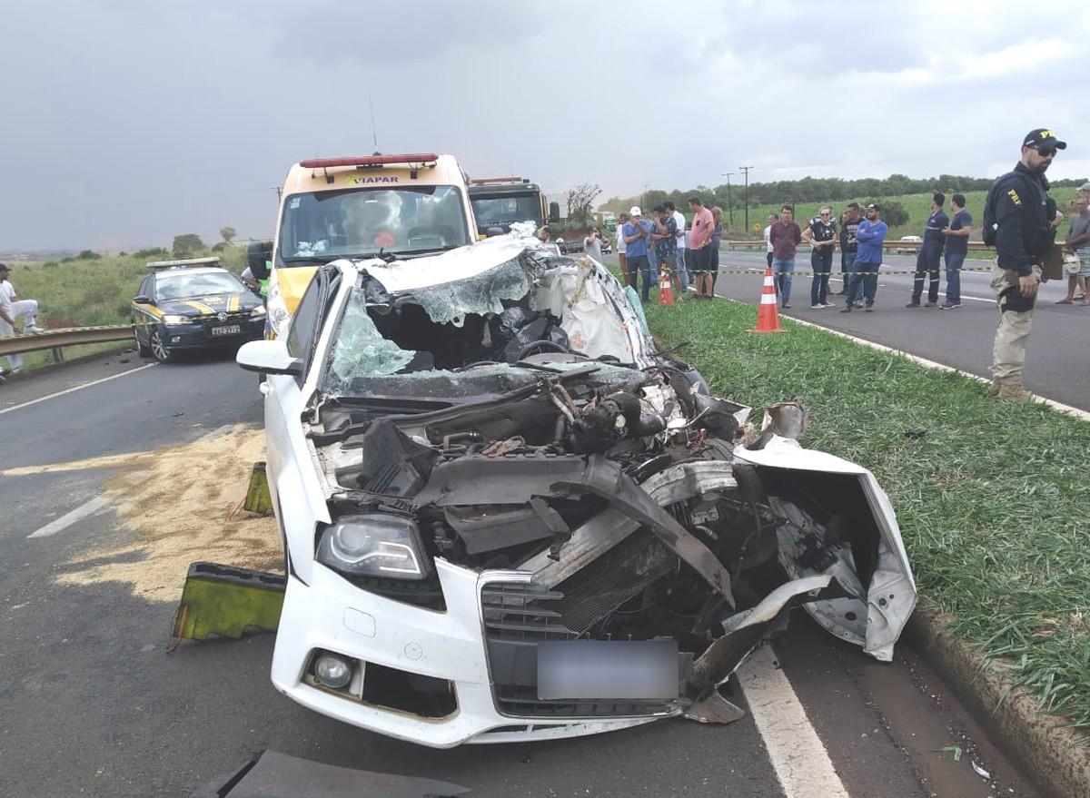 Homem morre em acidente na BR-376, em Marialva - G1