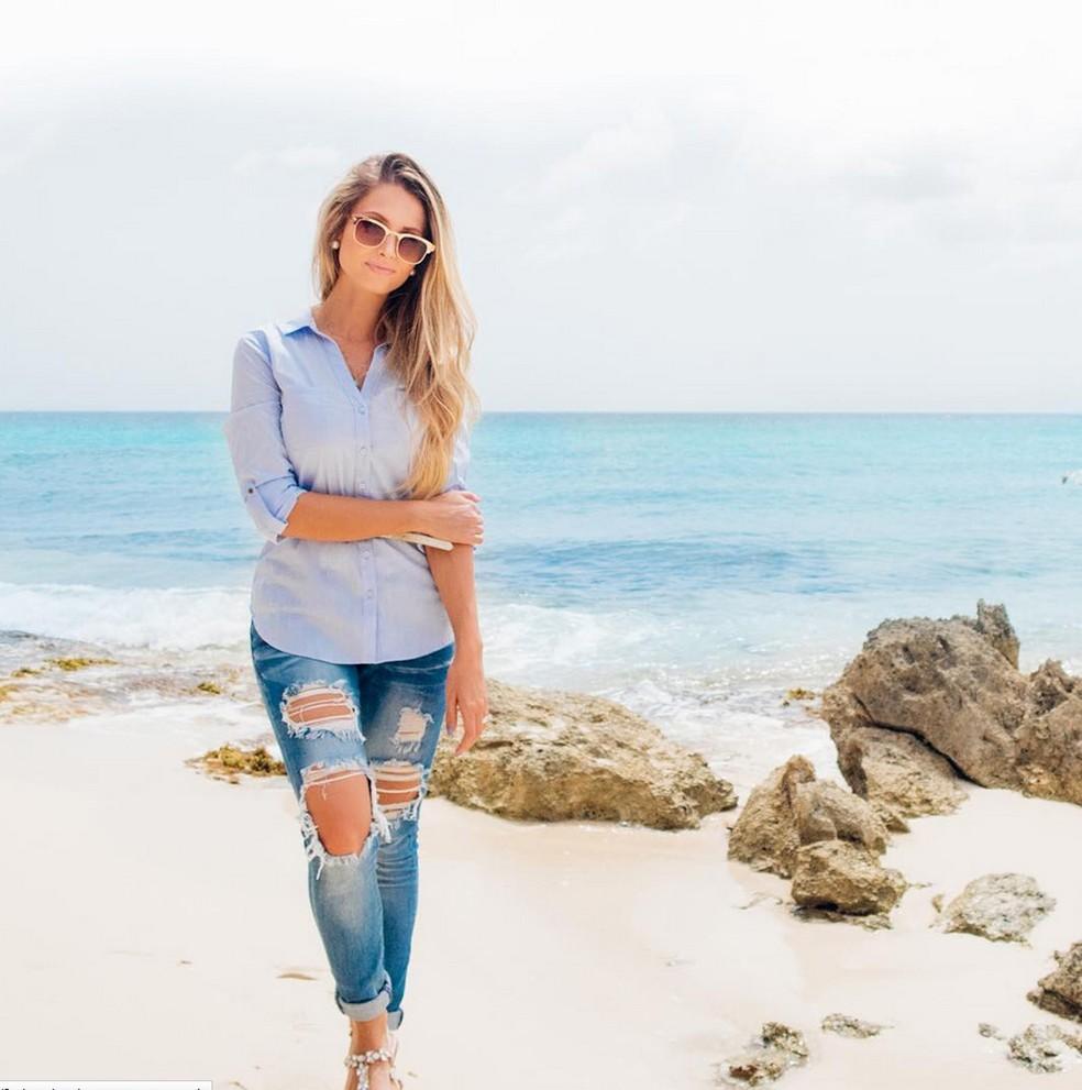 A youtuber Lorrayne Mavromatis em Maho Beach, na ilha de São Martinho, no Caribe (Foto: Reprodução/Instagram/Lorrayne Mavromatis)