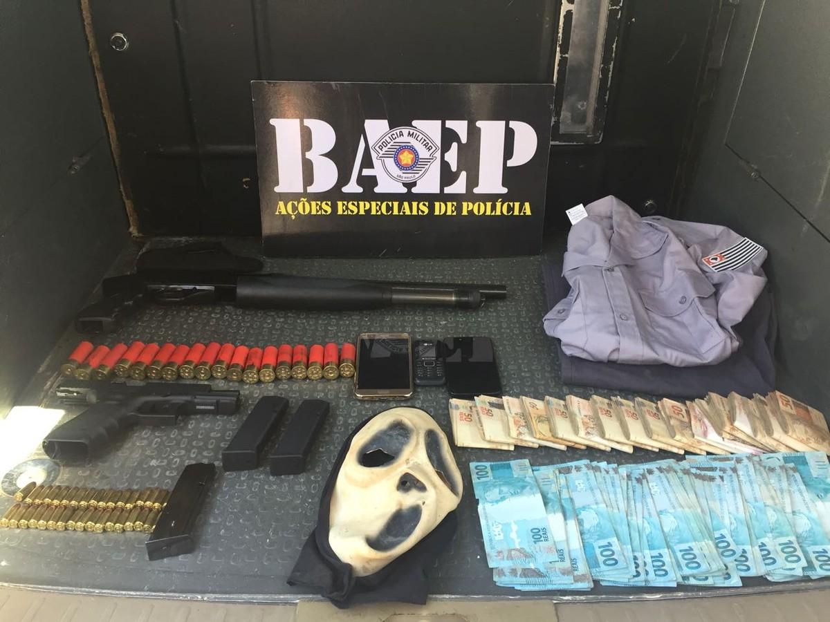 Procurado por homicídio é preso com armas, R$ 30 mil e farda da Polícia Militar em Hortolândia