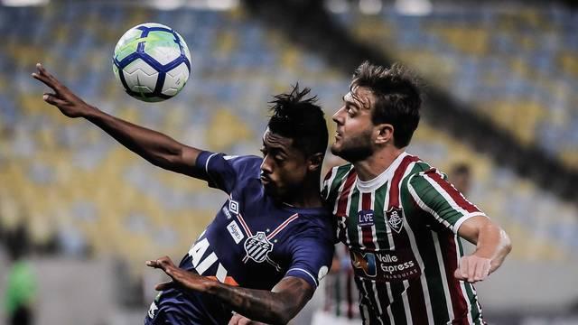 Autor do gol, Bruno Henrique sofre com a marcação tricolor