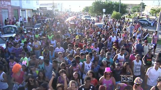 Em Santa Inês, foliões animam as ruas no 22º arrastão da Ponta da Linha