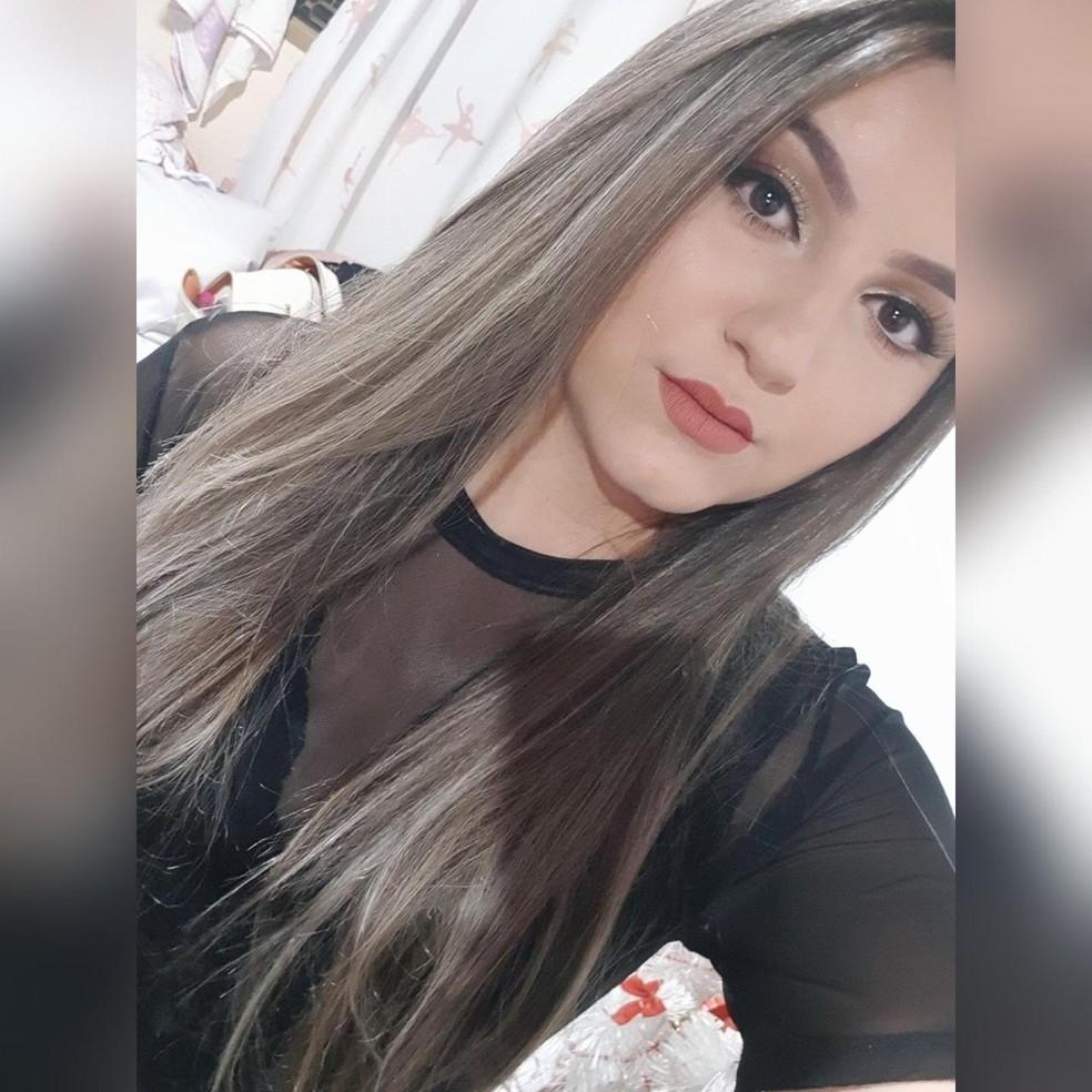 Adrielli foi morta com cinco tiros em São Manuel  — Foto: Facebook/ reprodução