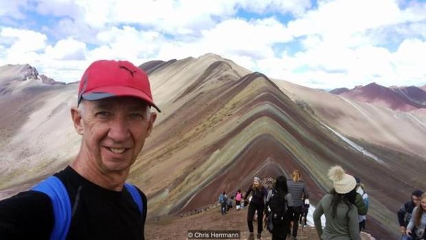 Após ficar viúvo, o australiano Chris Herrmann decidiu tirar um ano inteiro para viajar pelo mundo; a experiência virou um livro (Foto: CHRIS HERRMANN/ARQUIVO PESSOAL via BBC)