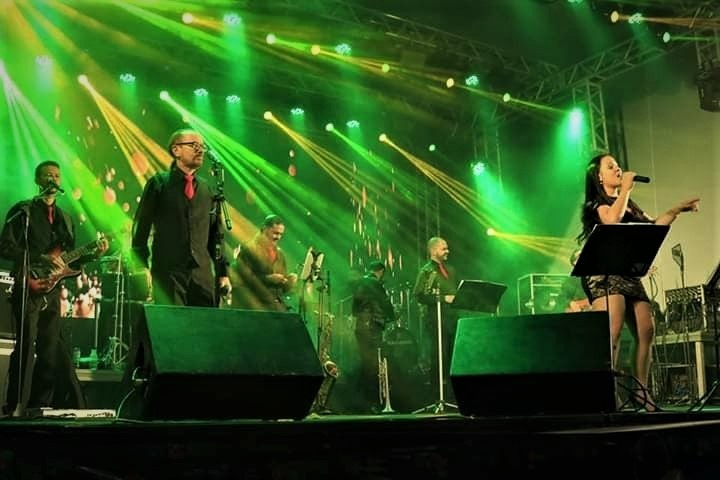 Orquestra Gold Hits anima Sesc Night em Garanhuns