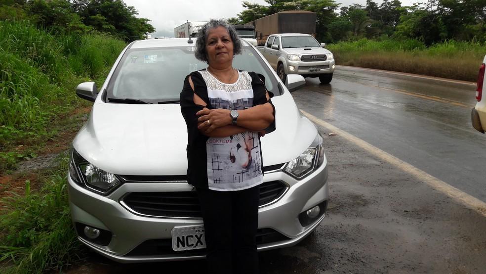 Odete Guzo desistiu de viajar para comemorar aniversário do neto por causa da cheia.  — Foto: Rinaldo Moreira/G1