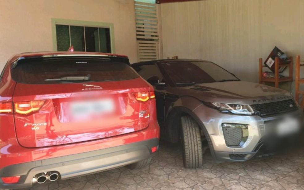 Carros de luxo são apreendidos em operação da PF — Foto: Reprodução/TV Anhanguera